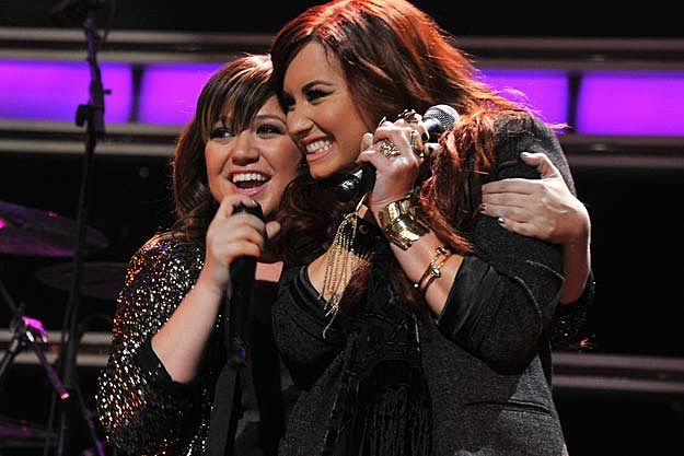 Demi Lovato + Kelly Clarkson Duet 'Have Yourself a Merry Little Christmas' no Z100 Jingle Ball