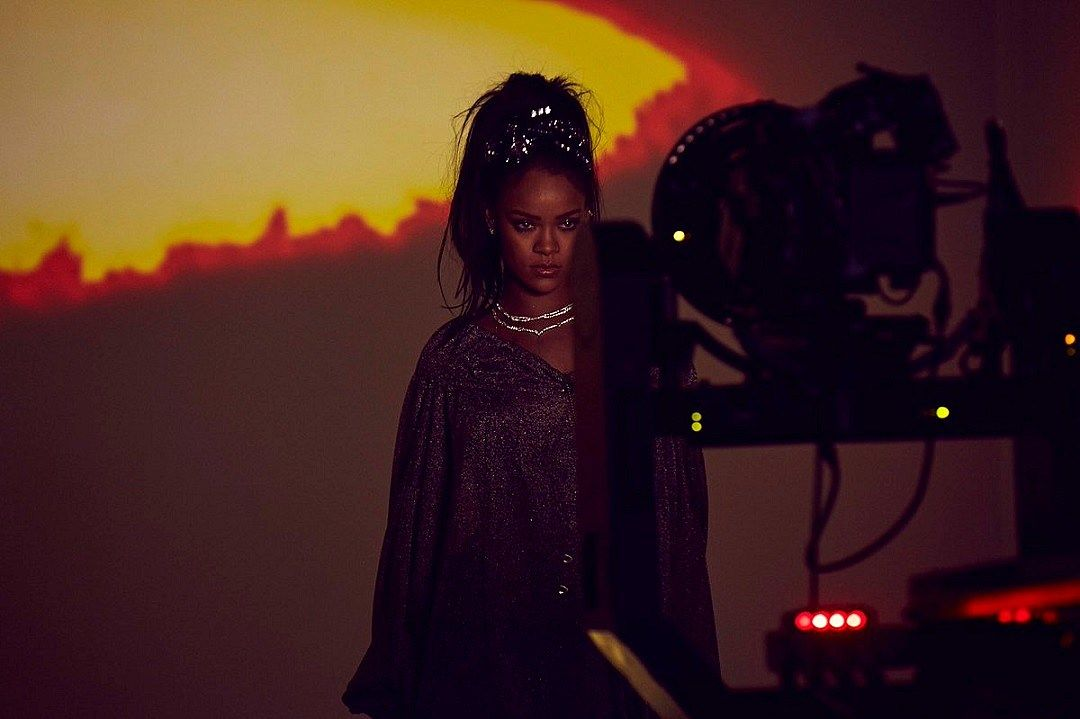 Rihanna Glimmers no vídeo de Calvin Harris 'This Is What You Came For